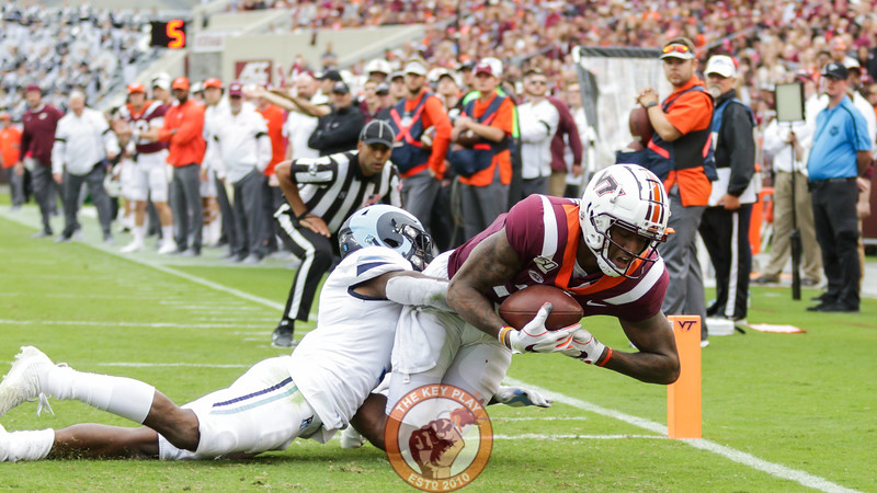 WR Damon Hazelton catches the ball in the enzone for a touchdown in the first half. (Mark Umansky/TheKeyPlay.com)
