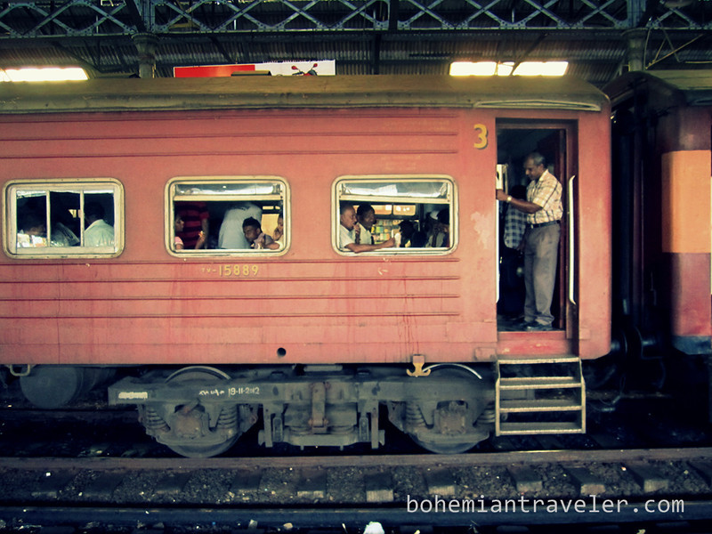 sri lanka train at Colombo Fort Station.jpg