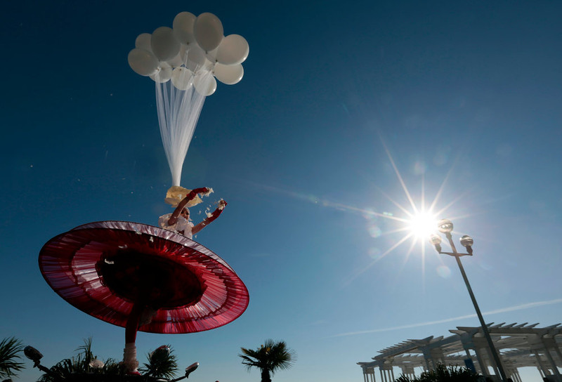 ". An artist performs during the Carnival parade in Nice February 16, 2013. The 129th Carnival of Nice runs from February 15 to March 6 and celebrates the ""King of the Five Continents\"".     REUTERS/Eric Gaillard"