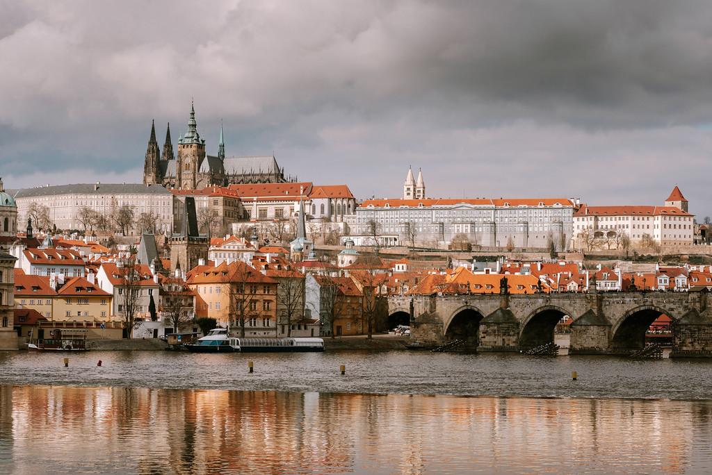 布拉格城堡日景。