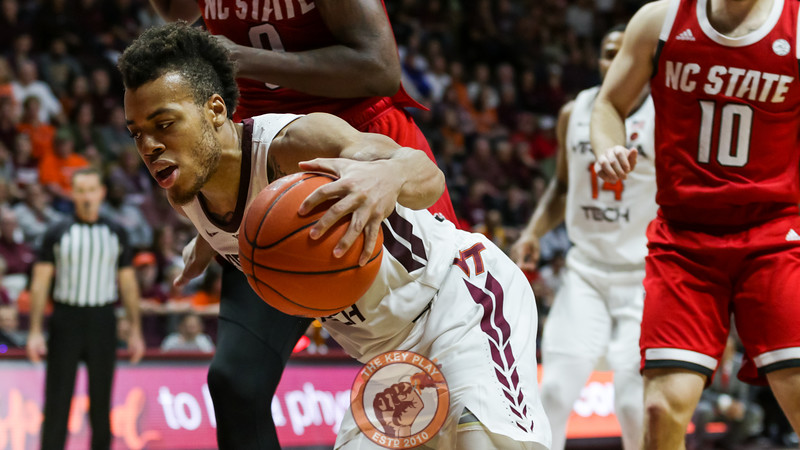 Wabissa Bede dribbles the ball along the baseline to burn clock in the final minutes of the game. (Mark Umansky/TheKeyPlay.com)