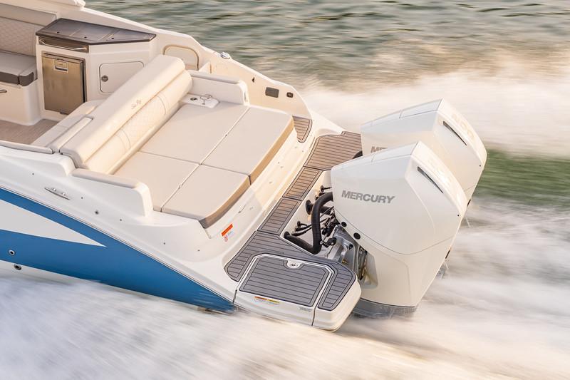 2021-SDX-290-Outboard-SDO290-running-port-stern-engines-05919.jpg