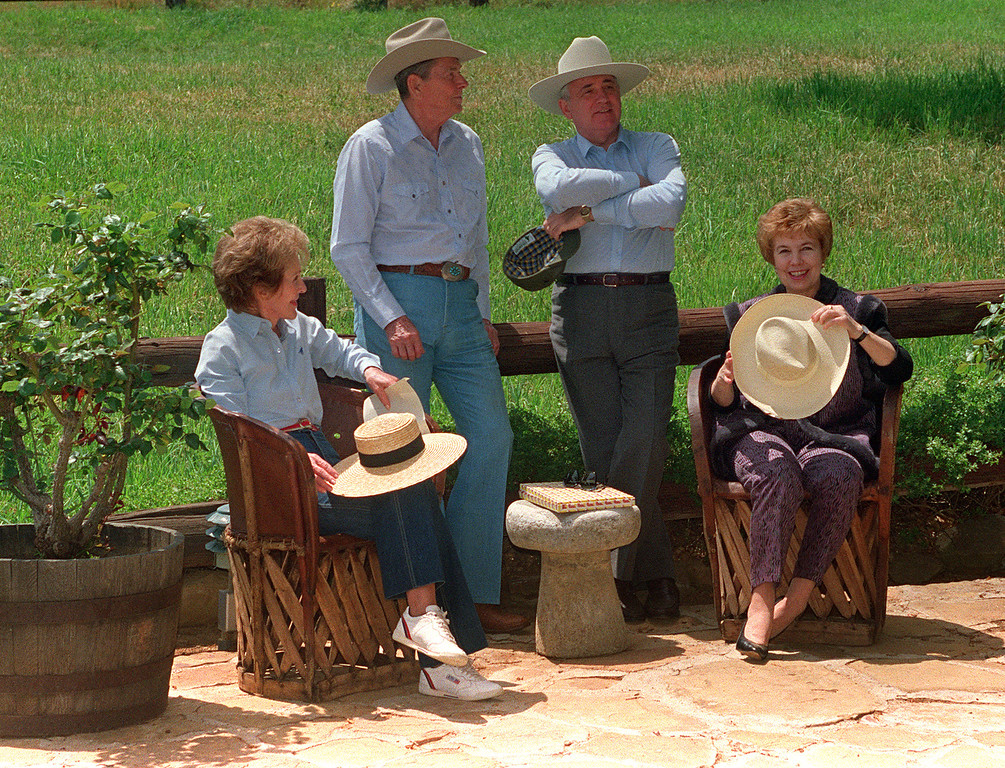 . Former US President Ronald Reagan (2nd-L), his wife Nancy (L), former Soviet President Mikhail Gorbachev (C) and his wife Raisa (R) chat May 3, 1992 in the front yard of the Reagan\'s ranch in Santa Barbara. (MIKE NELSON/AFP/Getty Images)