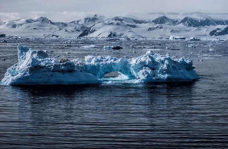crossing antarctic circle 75-Edit.JPG