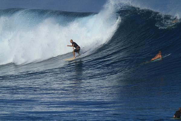 SURFING HO'OKIPA / DEC-8-16/2010