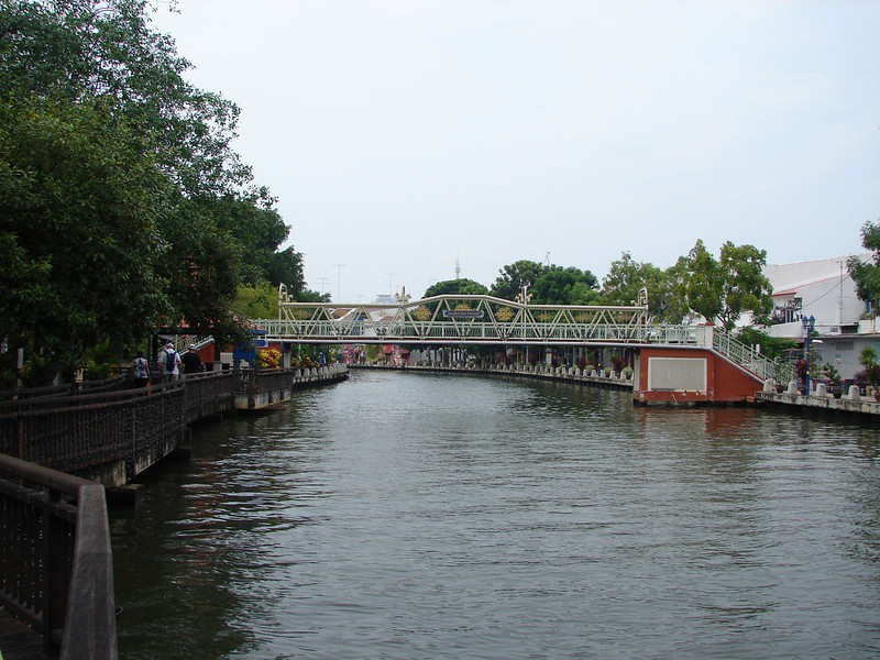 On our river walk with Historian Arhchoo in Malacca (21).JPG