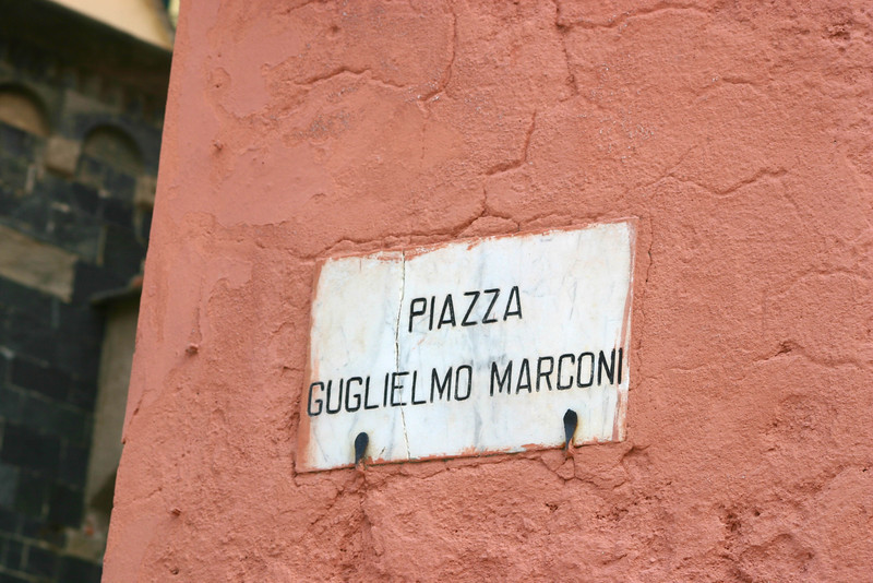 Piazza Marconi- Vernazza.jpg