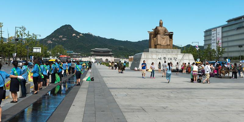 Statue of King Sejong on�Gwanghwamun Plaza, Seoul, South Korea