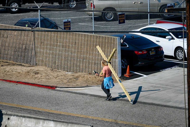 F20181111a113246_3280-BEST-LAX-Jésus avec croix marchant.jpg