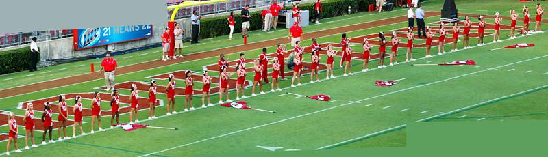 Panorama of the UH cheerleaders