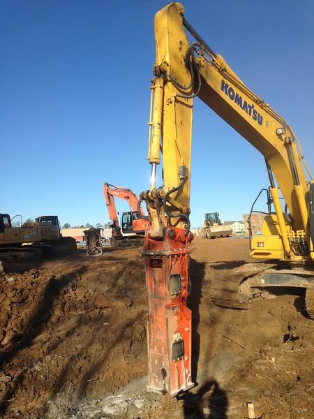 NPK GH10 hydraulic hammer on Komatsu excavator (9).JPG