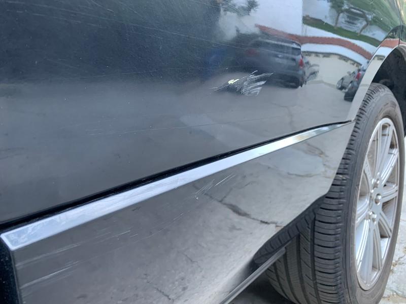 2019.10.26 Range Rover - car door dent