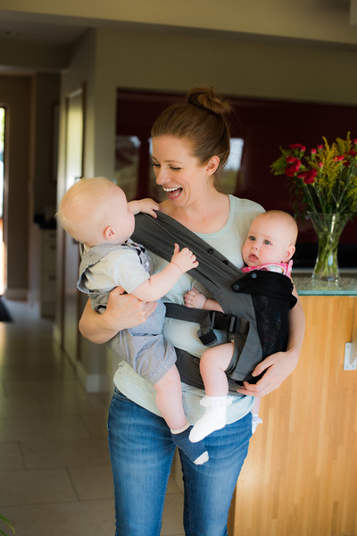 Izmi_Baby_Carrier_Breeze_Mid_Grey_Lifestyle_Twins_Mum_Laughing.jpg