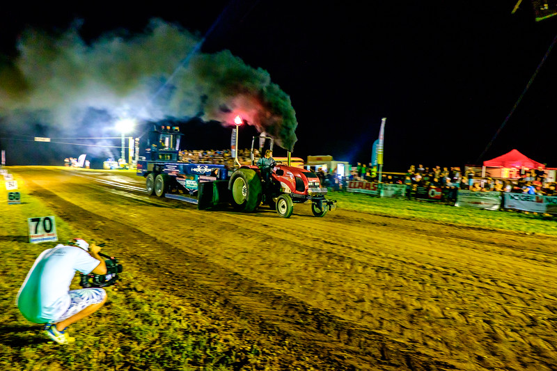 Tractor Pulling 2015-2373.jpg