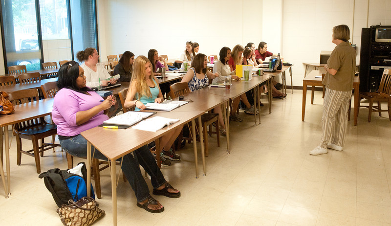 05_31_11_nursing_classroom-4083.jpg