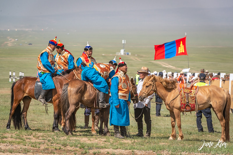 Horse racing__6108999-Juno Kim.jpg
