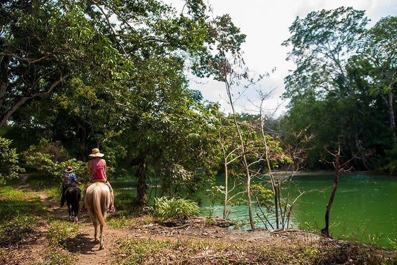 Xunantunich-Belize-horesback-riding-5.jpg