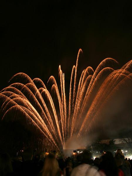 2007_1102putneyfireworks059_edited-2.JPG