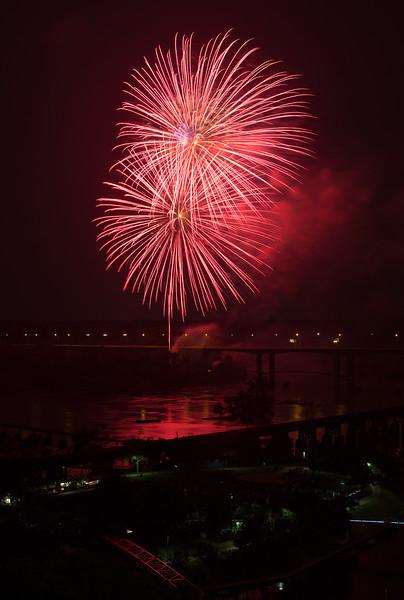 fireworks-6_19295114330_o.jpg