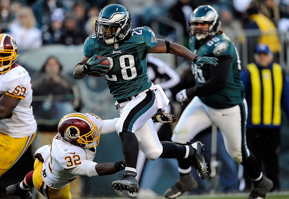 . Dion Lewis #28 of the Philadelphia Eagles runs for touchdown in the fourth quarter against the Washington Redskins at Lincoln Financial Field on December 23, 2012 in Philadelphia, Pennsylvania.  (Photo by Patrick McDermott/Getty Images)