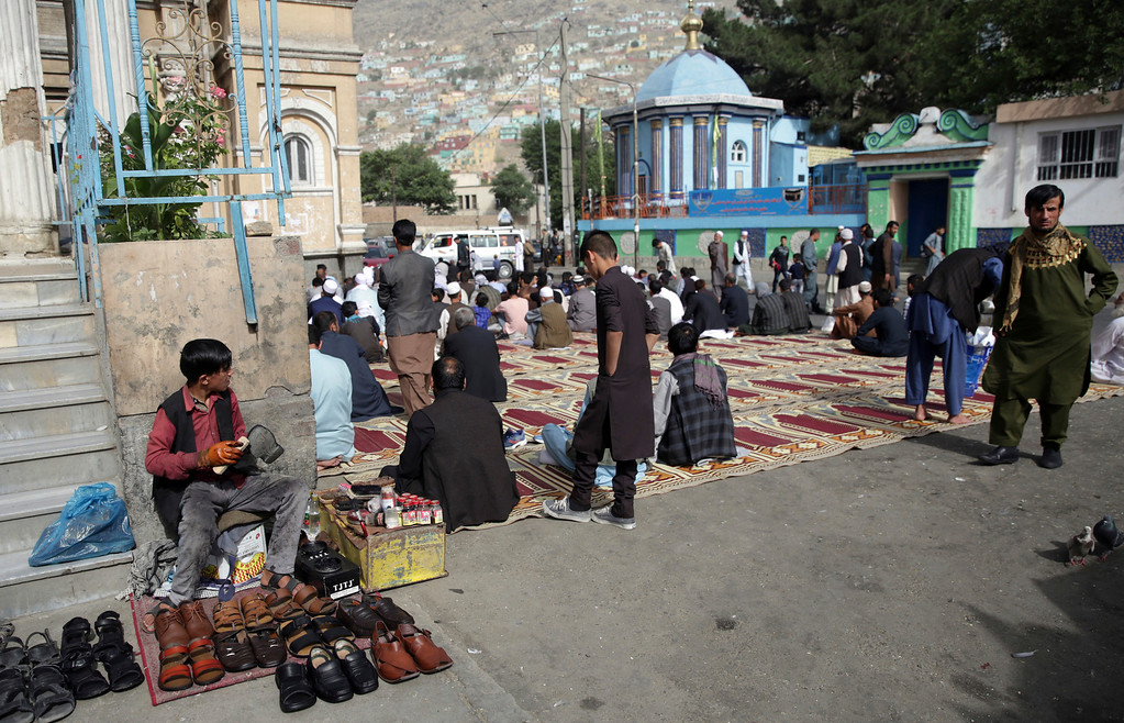 . Men prepare for Eid al-Fitr prayers outside of Shah-e-Dushamshera mosque in Kabul, Afghanistan, Friday, June 15, 2018. Taliban, an insurgent group who fight against NATO and Afghanistan\'s government, announced that they will start a 3-day ceasefire, starting in the first day of Eid al-Fitr. (AP Photo/Massoud Hossaini)