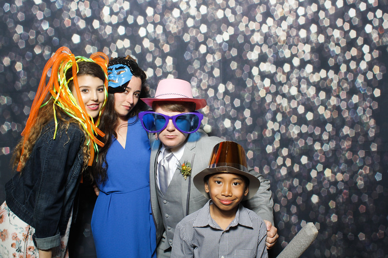 SavannahRyanWeddingPhotobooth-0054.jpg
