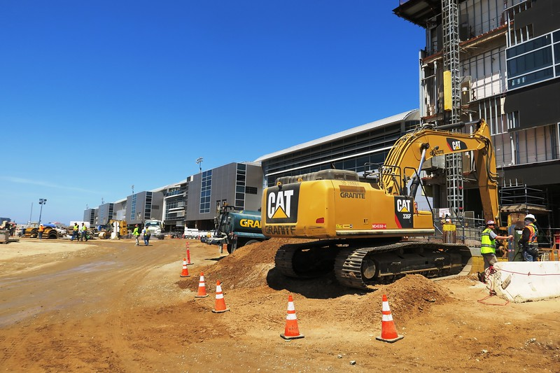 Midfield Satellite Concourse Construction