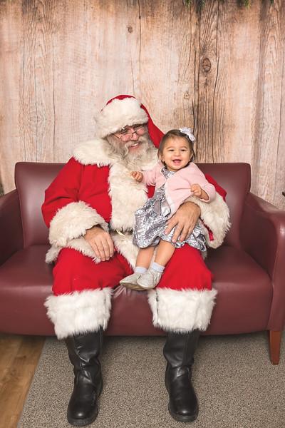 Ameriprise-Santa-Visit-181202-5049.jpg