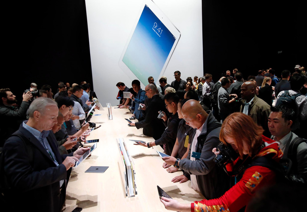 """. Apple debuted its latest iPad models Tuesday Oct. 22, 2013 in San Francisco, Calif., announcing a thinner body and a new name for the 10-inch tablet, dubbing it the iPad Air, and giving the iPad Mini its high-definition \""""Retina\"""" display.  (Karl Mondon/Bay Area News Group)"""