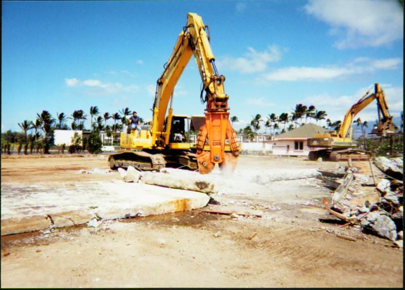 NPK M38G concrete pulverizer on Komatsu excavator in Hawaii-concrete recycling  (1).JPG
