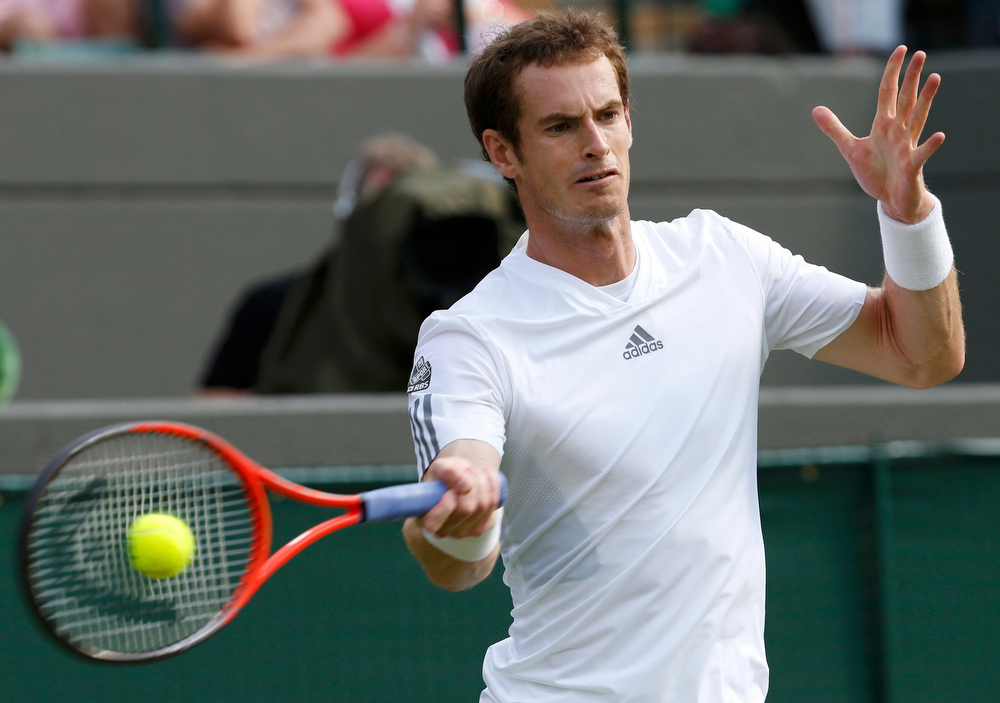 . Andy Murray of Britain hits a return to Lu Yen-Hsun of Taiwan in their men\'s singles tennis match at the Wimbledon Tennis Championships, in London June 26, 2013.       REUTERS/Suzanne Plunkett