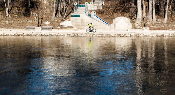 DAVID LIPNOWSKI / WINNIPEG FREE PRESS   A cyclist rides his bike on the banks of the Assiniboine River Saturday November 5, 2016 on an unseasonably warm fall day.