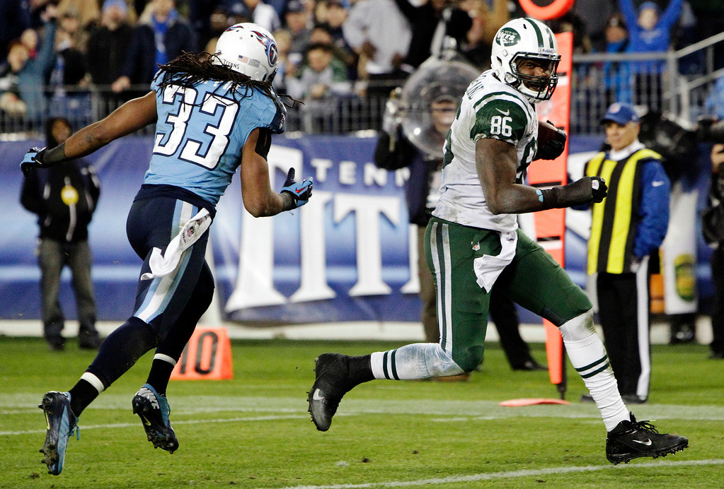. New York Jets tight end Jeff Cumberland (86) heads to the end zone for a touchdown ahead of Tennessee Titans\' Michael Griffin (33) on a 17-yard pass play in the third quarter of an NFL football game, Monday, Dec. 17, 2012, in Nashville, Tenn. (AP Photo/Wade Payne)