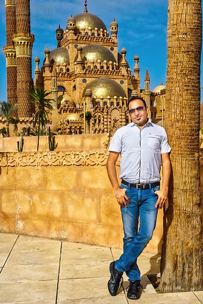 Dr Prem at Al Mustafa Mosque Sharm El Sheikh Egypt.jpg