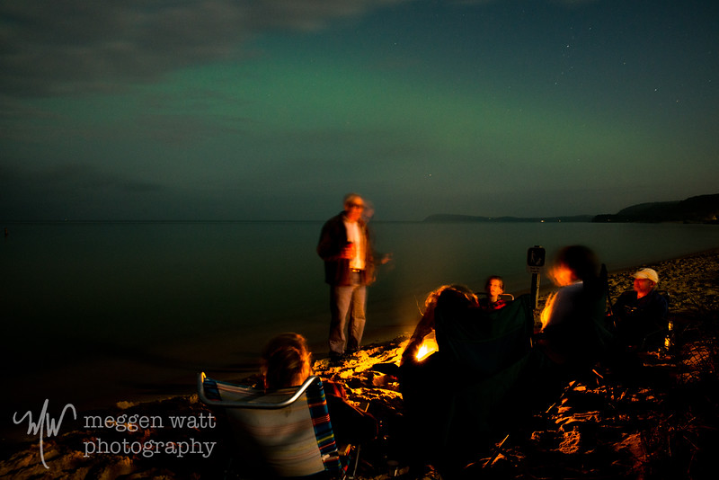 TLR-20180827-7727 Northern lights, beach fire, moonlight: a star-studded setting