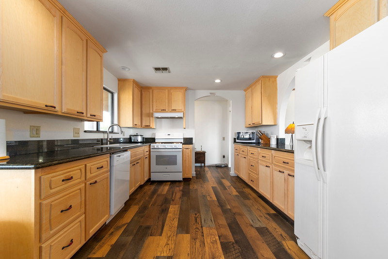 2210 Rancho Lomas 18 Kitchen.jpg