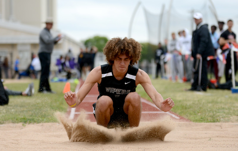 HS-Track-13-6A-District-Championships_013.jpg