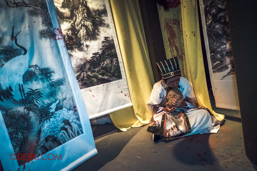 Halloween Horror Nights 7 Review - TERROR-Cotta Empress haunted house / Portrait room