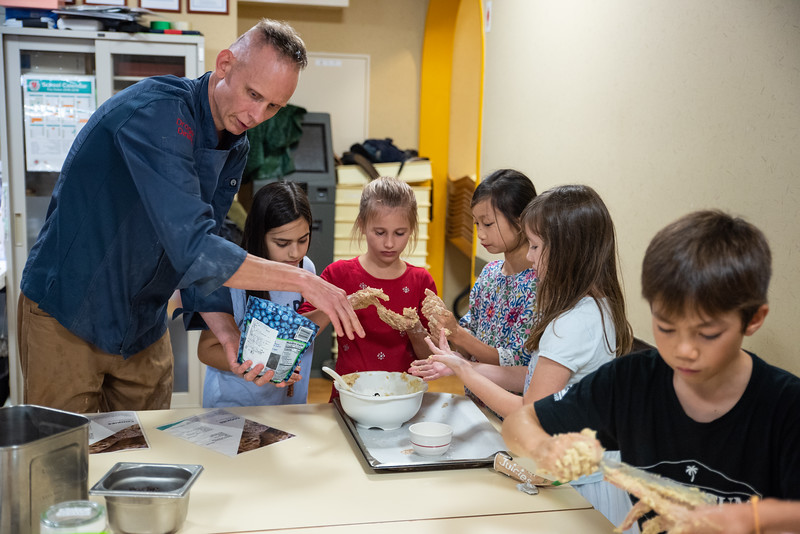 ES After School Activities-Cooking with Dragon Dining-ELP_2286-2018-19.jpg