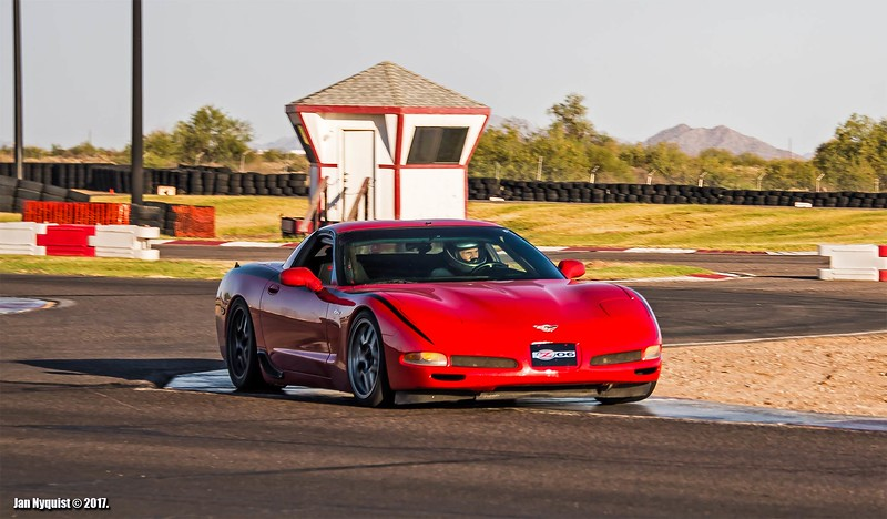 Corvette-red-black-stripe-5006.jpg