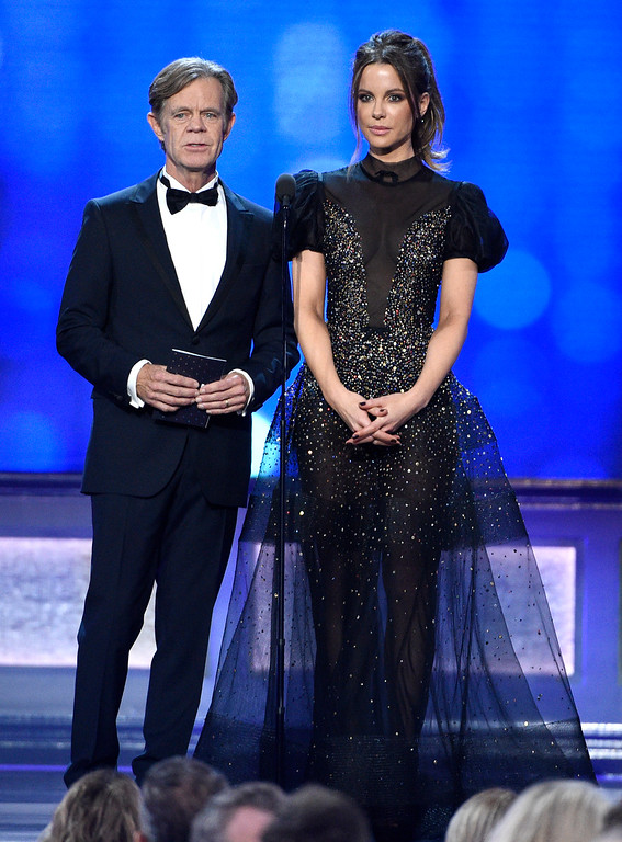. William H. Macy, left, and Kate Beckinsale present the award for best director at the 22nd annual Critics\' Choice Awards at the Barker Hangar on Sunday, Dec. 11, 2016, in Santa Monica, Calif. (Photo by Chris Pizzello/Invision/AP)
