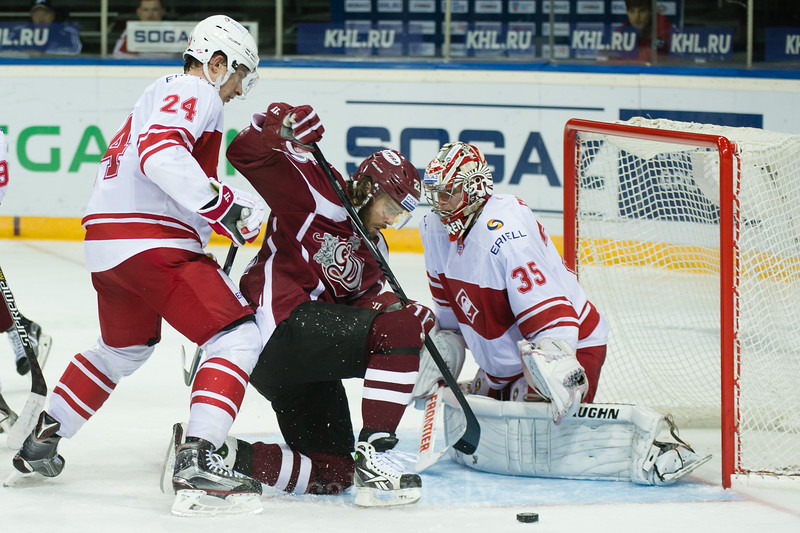 Goalkeeper of Spartak tries to protect the goal from Ville Leino (22)