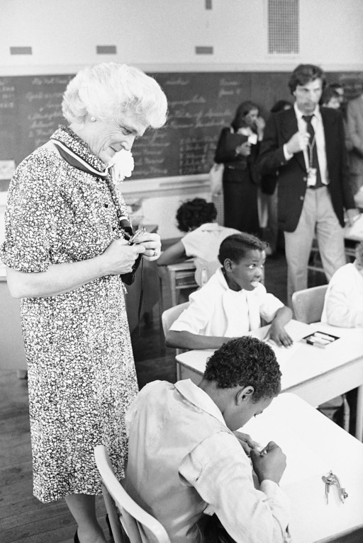 """. Barbara Bush, wife of Vice-President George Bush, talks with children in a Philadelphia elementary school, Tuesday, May 26, 1981. The school, which bills itself  as """"back to basics"""" has a dress code and tough grading with firm rules for students. (AP Photo/Rusty Kennedy)"""