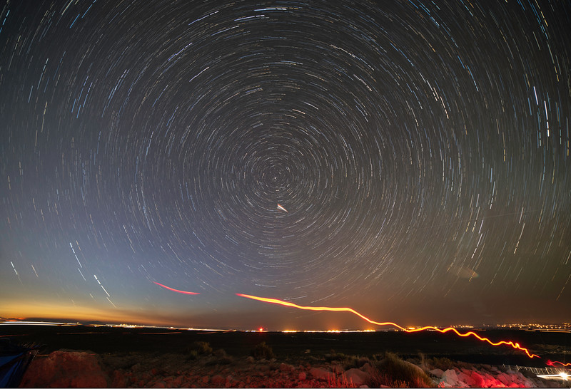 Meteor_Crater_Star_Trails.jpg