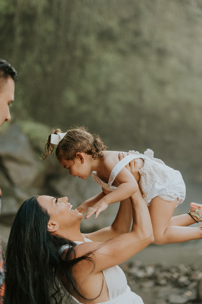 VTV_family_photoshoot_with_waterfall_Bali (53).jpg