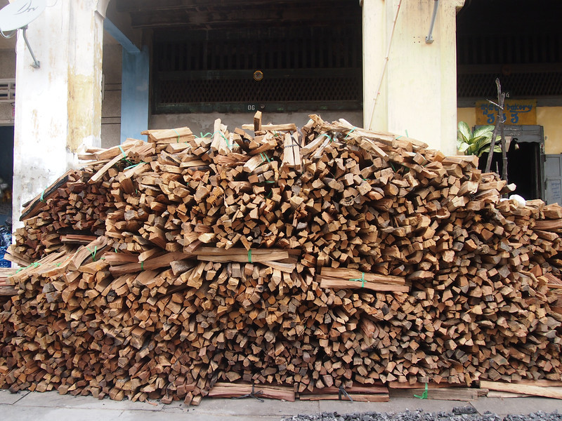 PB153752-pile-of-wood.JPG