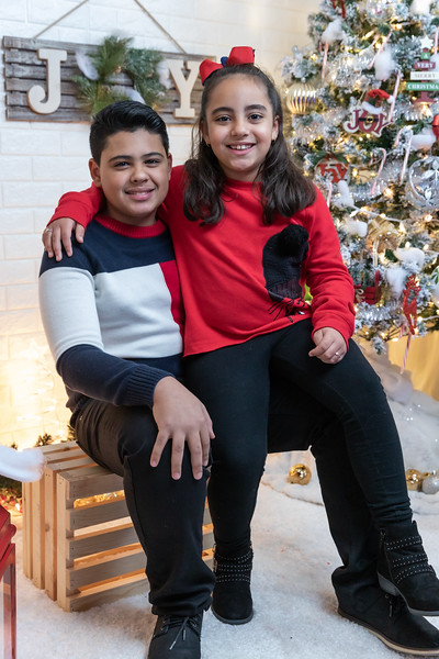 12.18.19 - Vick's Christmas Photo Session 2019 - -37.jpg