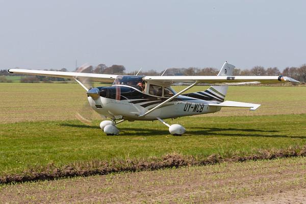 OY-MCB - Cessna 182T Skylane