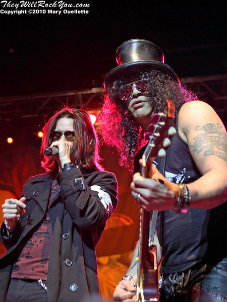Todd Kerns, Myles Kennedy & Slash perform at the House of Blues on September 15, 2010 in Boston, Massachusetts.