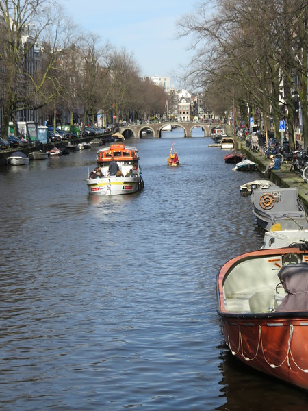 2018.04.06.2 typical Amsterdam canal.JPG